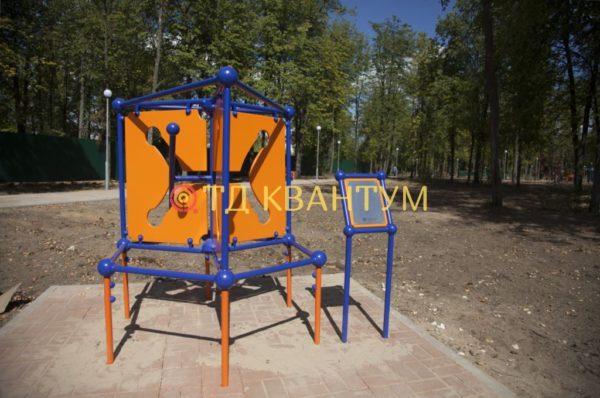"""Малая архитектурная форма интерактивный экспонат """"Гиперболоид вращения"""" установленный в парке"""